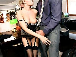 la secretaria donna follada con medias negras