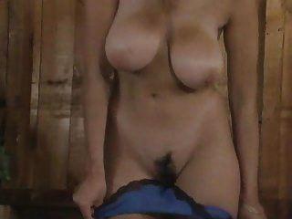 Fisting y masturbación de un coño peludo grande tetas