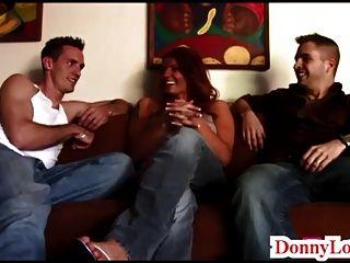 Donny divide mucho a la enorme esposa de teta milf sult