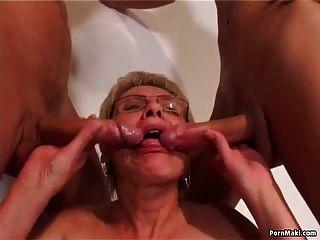 sexo viejo y joven con abuelita caliente