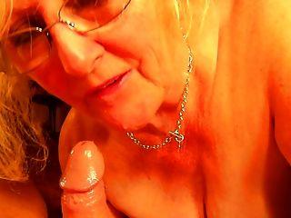claire knight lápiz labial mamando diversión