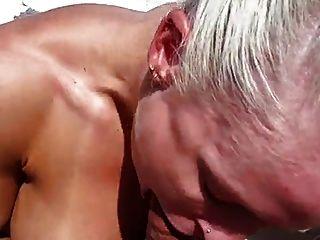 mujer extremadamente caliente musculoso follada en un bote