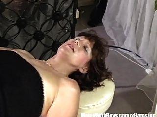morena camarera madura anal follada por el cliente