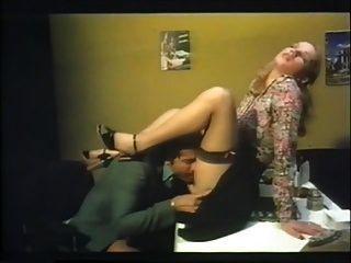 follar en la oficina con brigitte lahaie burning showers (1978) sc2