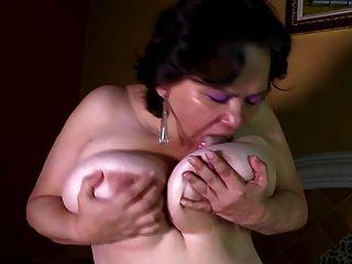 madura mamá tetona necesita mierda anal y coño