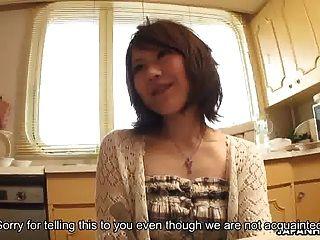 chica asiática al lado jodida y besa duramente