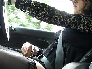 sexy crosdresseralison thighbootboy masturbándose mientras maneja