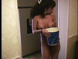 obtener el pasillo del hotel desnudo de hielo