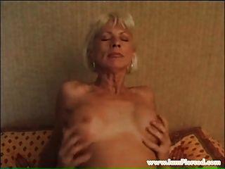 abuela perforada con anillos de coño rigging joven polla