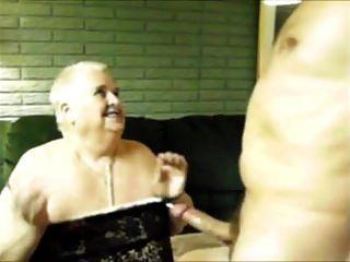 chiquita abuelita chupando duro