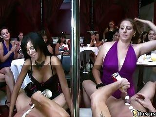 mujeres sexy esperando para chupar stripper masculino