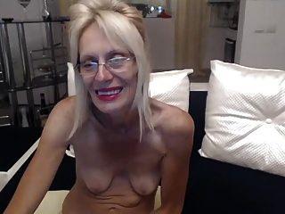 horny abuelita masturbarse