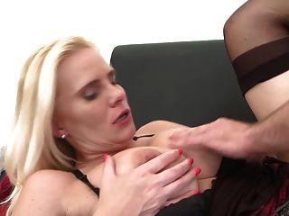 madre madura sexy seducir joven chico