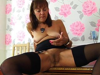 abuela vieja pero aún caliente quiere sexo duro
