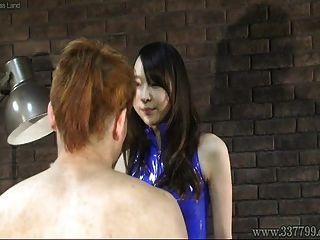 femdom japonesa risa abofeteó la cara de tres esclavos