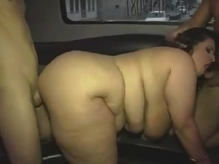 chica gorda madura con enormes tetas en el video del grupo