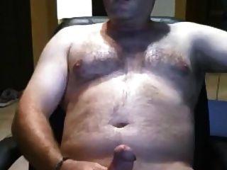 oso de peluche sexy acariciando su polla gorda