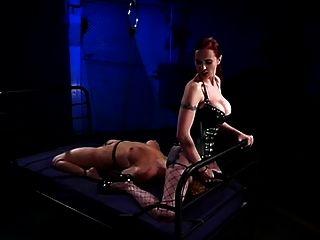 BDSM pie follada por la amante en la parte de servidumbre 2