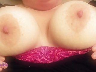 mírame jugar con mis tetas grandes