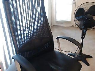 Chica joven muy linda se masturba y se corre en cámara web