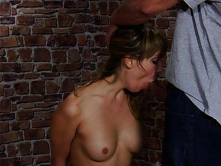 linda chica castigada por su novio