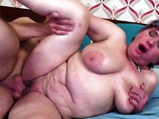anciana madre seduce joven muchacho afortunado