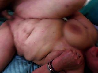viejas putas seducen a los muchachos jóvenes