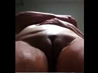 la abuelita brasileña se masturba en la ducha