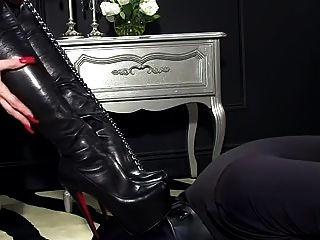 femdomlady bootlicking y corrida