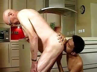 anciano follada por asiático jovencito
