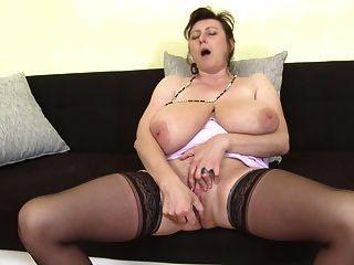 Las mejores mamás maduras con vaginas hambrientas.