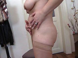mamá madura bomba de sexo con coño viejo hambriento