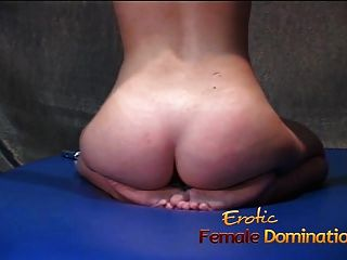 naughty blonde slut se ata y tiene su coño complacido