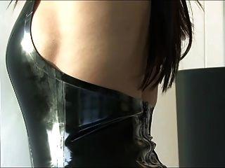 chica en traje super sexy