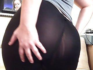 pawg culo grueso en ver a través de pantalones de yoga spandex