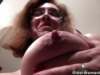 American Gilf Melody Garner se burla de nosotros con su coño sin afeitar