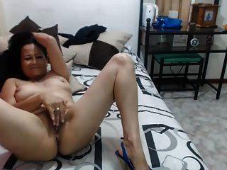 caliente abuela milf latina de 50 años burlas en la webcam