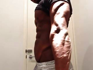 más caliente músculo negro dios flexión adoración