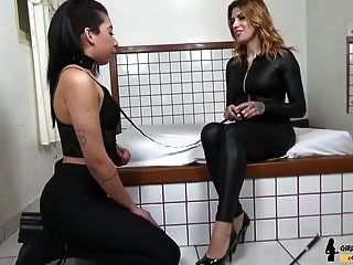 entrenador esclavo niña pisotear pie dominación amante pelirroja