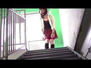 cd japonés en las escaleras