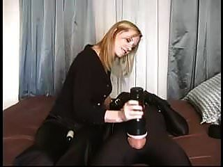 esclavitud femdom esclavo joven abusada por la amante rubia