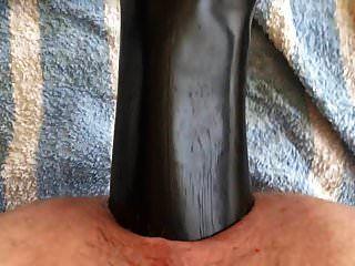 gran dolor en el consolador anal