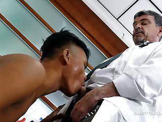 doctor papi mike folla asiatico