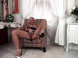 abuelita peluda caliente masturbándose