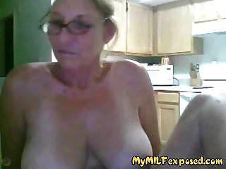 mi abuela expuesta milf con grandes tetas jugando en cam