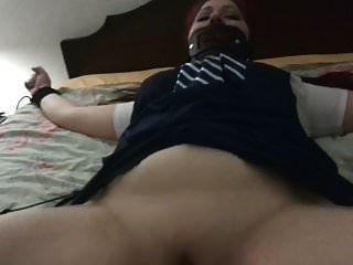 atado a la cama