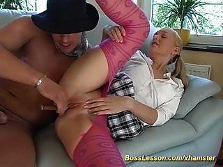 Adolescente flaco anal profundo follado por nuestro jefe