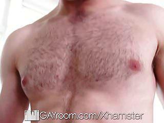 Gayroom apretado botín inyección en dormitorio trío