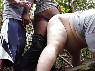 un negro me lleva al bosque