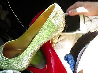 quitandome los zapatos y masterbating con mis zapatos
